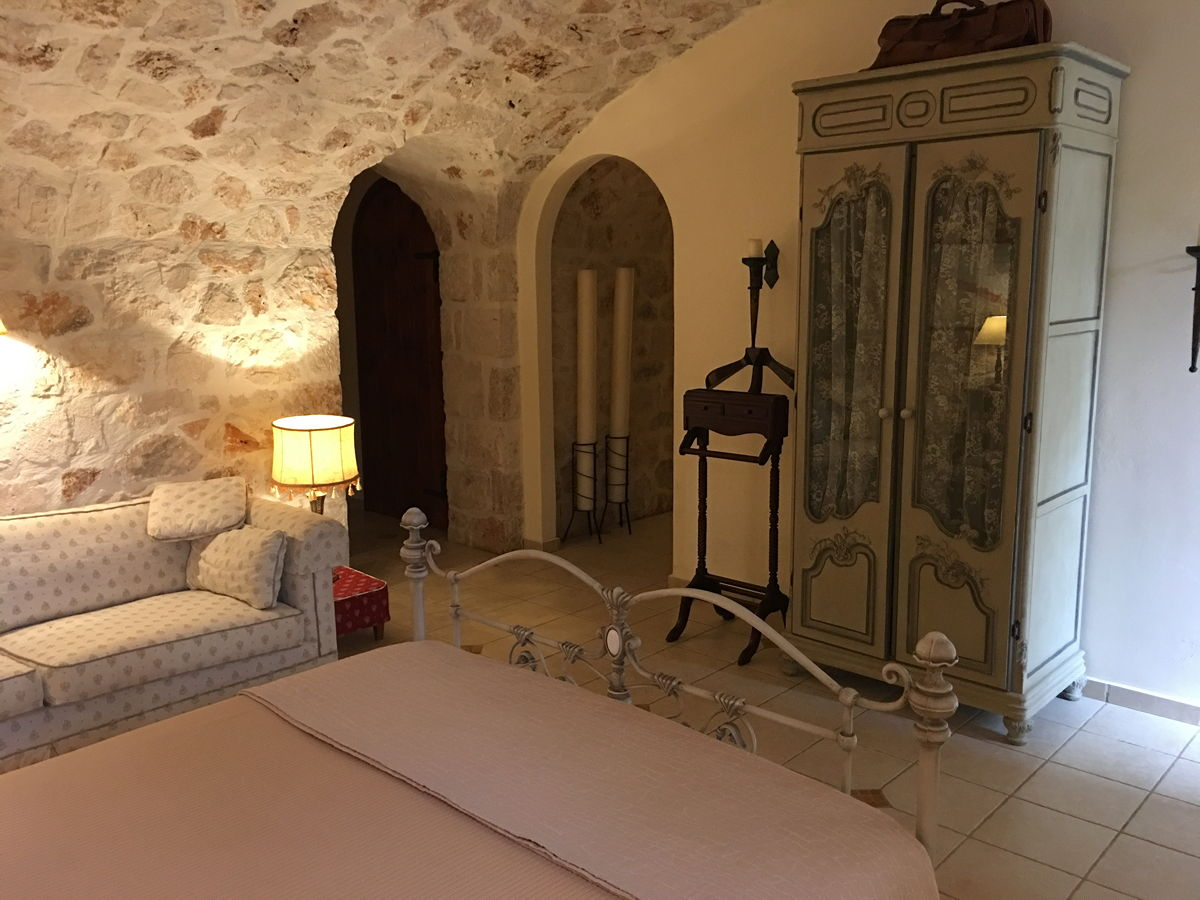 Dionysos Suite in traditional wine cellar first sleeping room